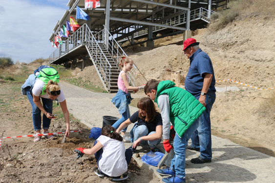Schoolchildren Visit Archaeological Site at Grakliani Hill